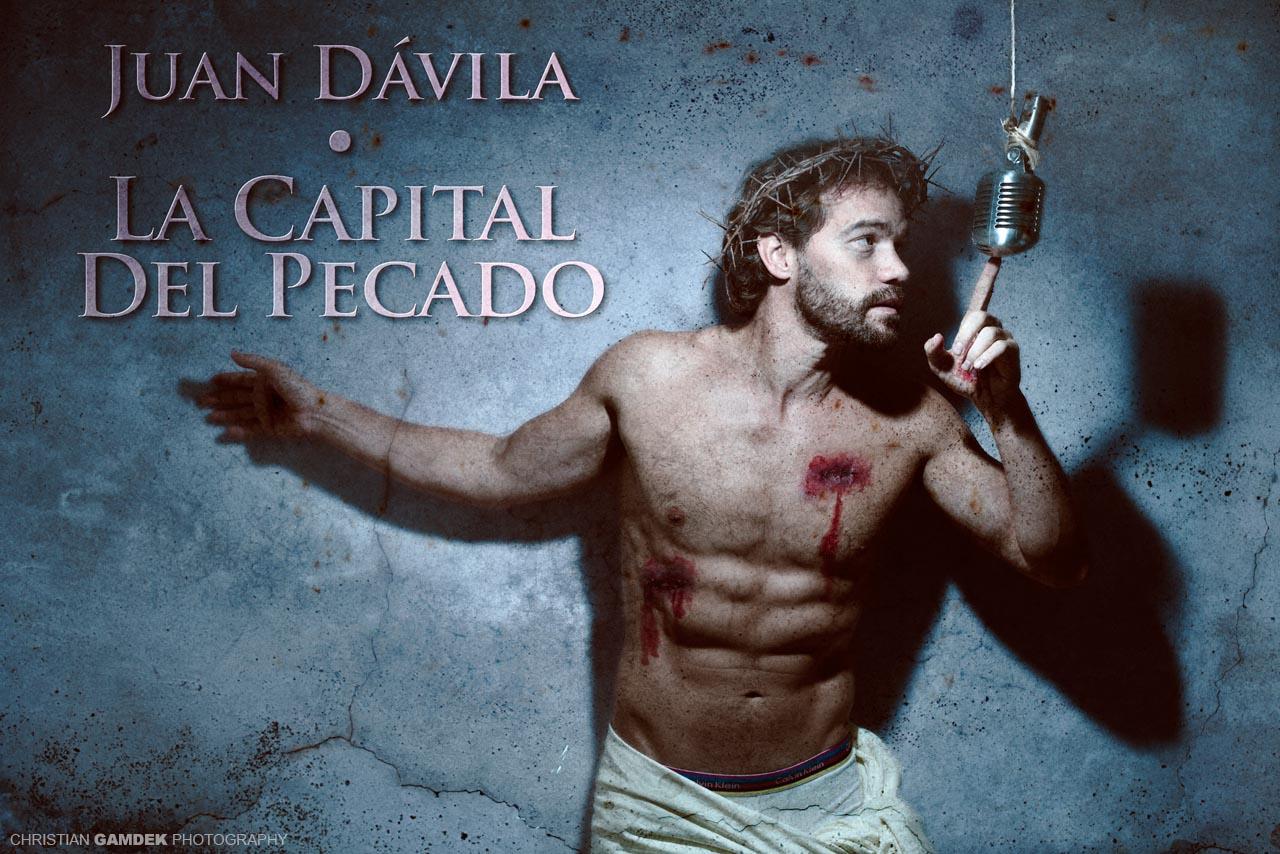 Juan Dávila pecando.